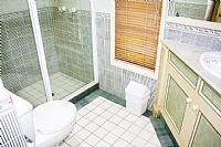 Ensuite bathroom to Queen bedroom