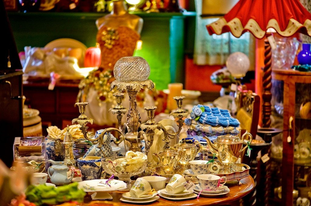 Bygone Beautys Antiques and Collectables